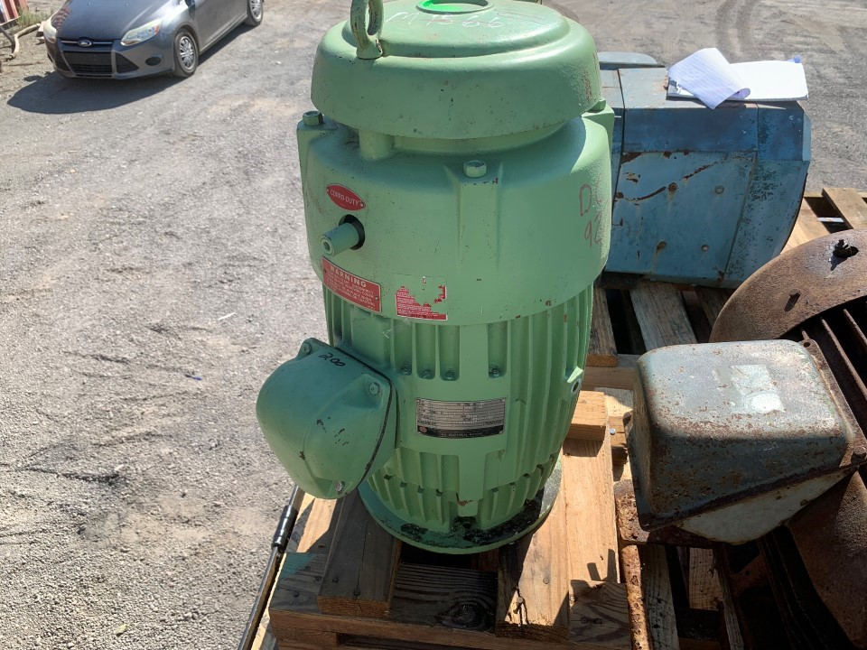 US Electric 15 HP 3525 RPM Vertical Motor
